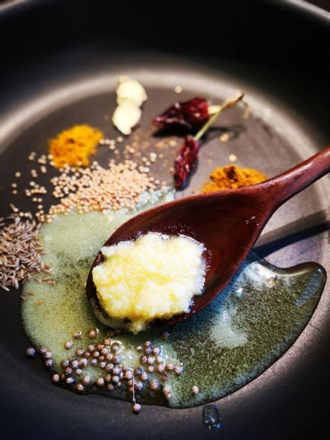 Butter (Ghee) wird beim Kochen verwendet