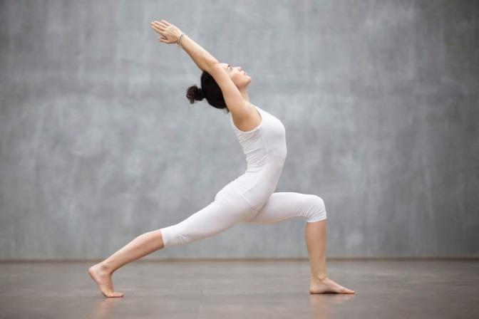 Frau in Yoga-Position
