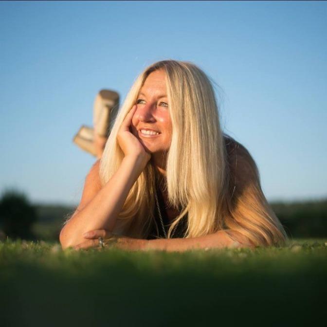 Yvonne van Dyck lächelt wegen Entspannung und Motivation