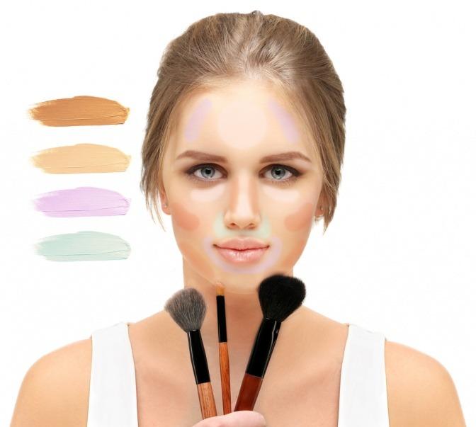 Eine Frau trägt farbigen Concealer in ihrem Gesicht