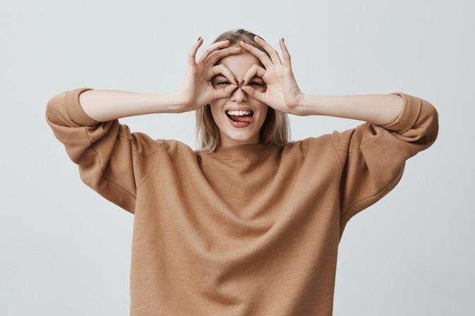 Eine Frau braucht keine Brille mehr