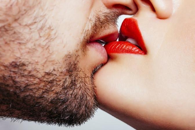Küssendes Paar.