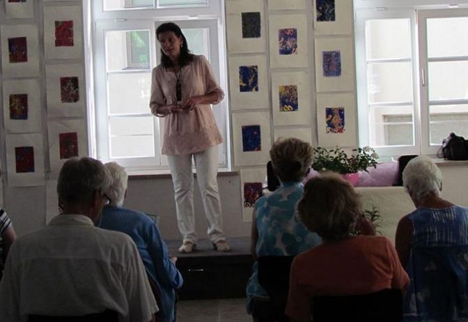 Tatyana Jerkov ist bei einem Gehörtraining Seminar