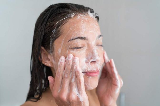 Gesicht Mit Seife Waschen