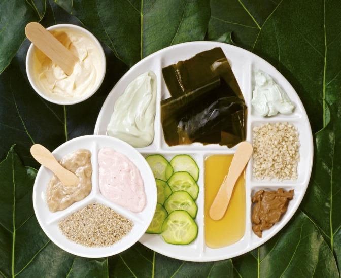 Zutaten für eine Gesichtsmaske gegen unreine Haut
