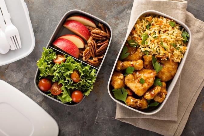 Lunchbox mit gesunden Essen.