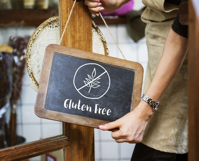 Auf einem Schild steht glutenfrei