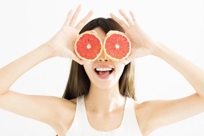 Grapefruit versorgt die Haut mit Vitamin C