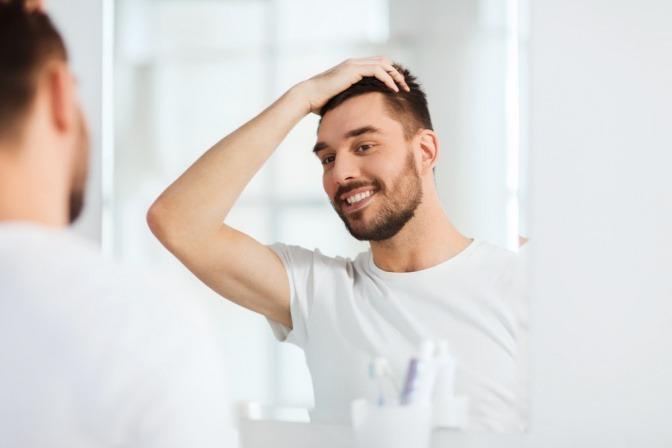 Mann beim Friseur