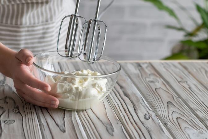 Handcreme wird mit Mixer selbst gemacht