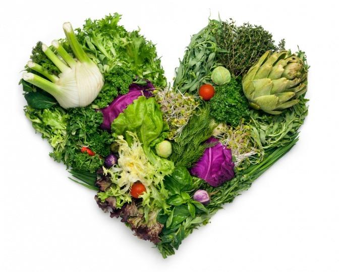 Ein Herz ist aus Gemüse geformt