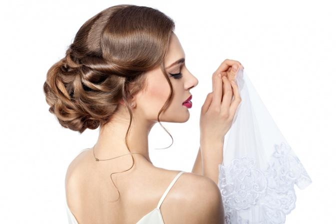 Brautfrisur Hochgesteckt Mit Schleier Und Diadem Haarschnitte