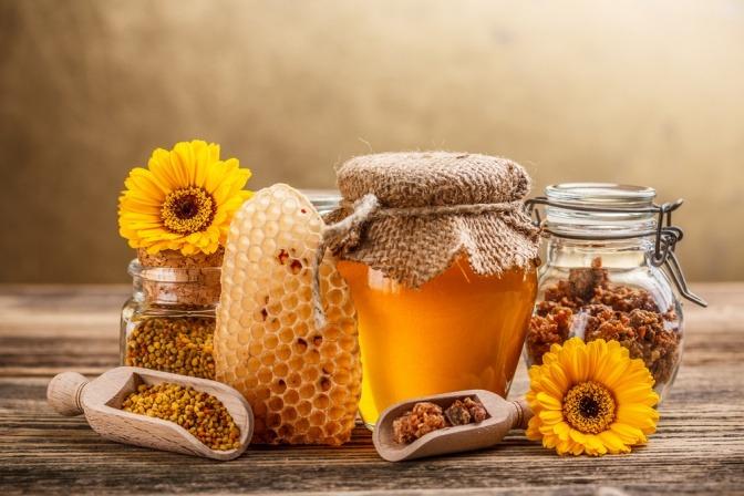 Honig im Glas als Hausmittel gegen Fieberblasen