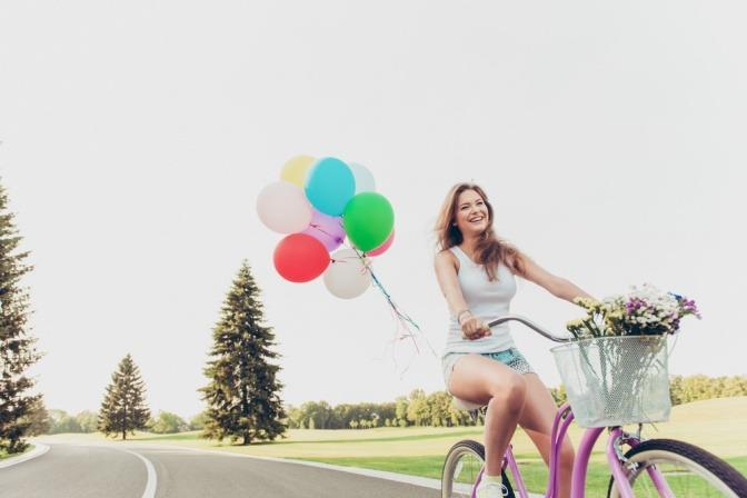 Frau am Fahrrad