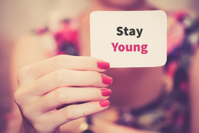 Auf einem Zettel steht jung bleiben