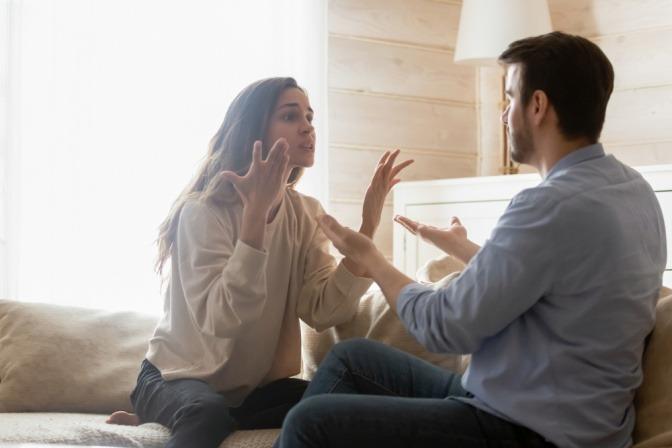 Ein Paar hat Konflikte und streitet sich