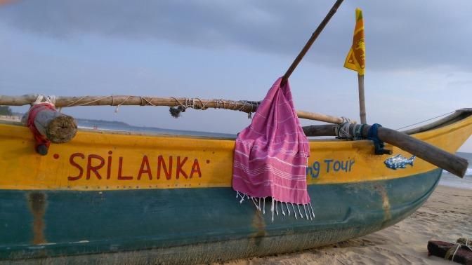 Das Baumwolltuch von LeStoff hängt auf einem Boot