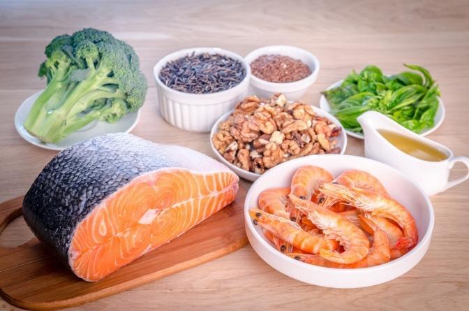 Die Ernährung spielt für die Feuchtigkeit der Haut eine Rolle