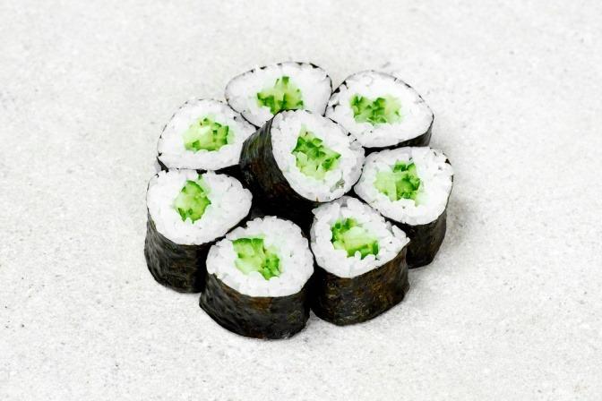 Japanische Maki mit essbaren Algen