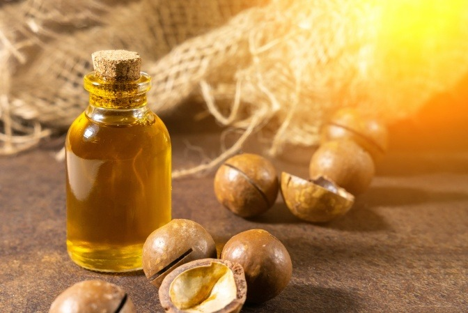 Mandelöl und Mandeln für trockene Haut