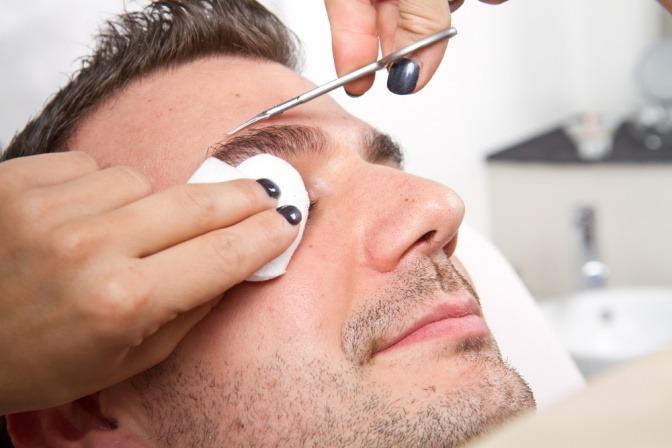 Männer augenbrauenform Augenbrauen zupfen: