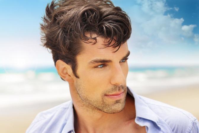 Männerfrisuren: Schmales Gesicht optisch verbreitern