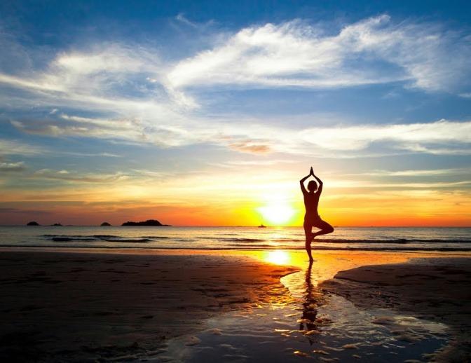 Yogaübung am Strand