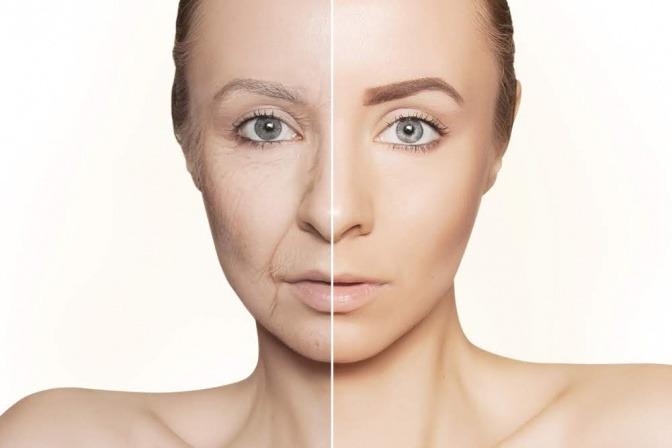 Frau zur Hälfte mit jungen und altem Gesicht