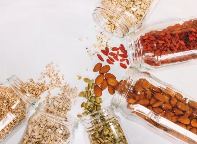 Nüsse und Samen zum Entwässern