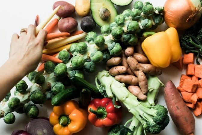 Obst und Gemüse in ursprünglicher Form