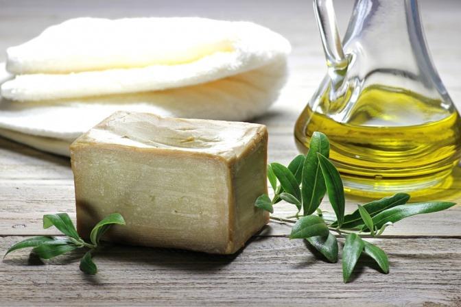 Olivenseife und Olivenöl