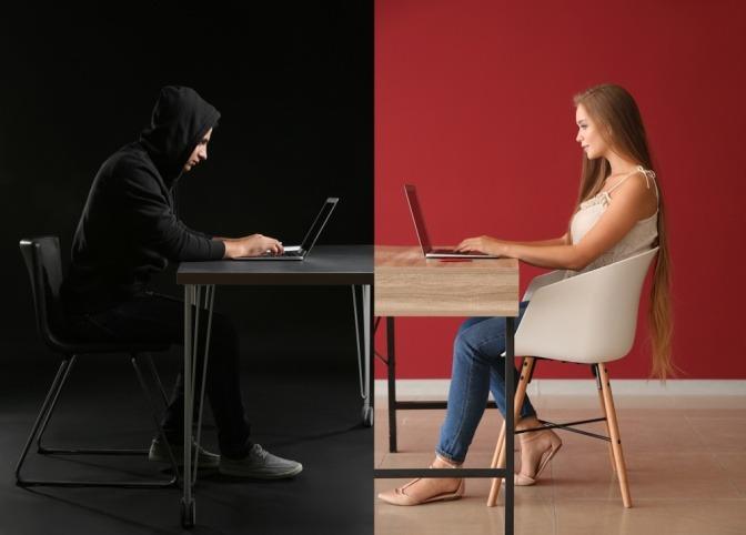 Eine Frau auf der Suche nach Online-Dates und ein offensichtlicher Online-Betrüger sitzen sich an einem Tisch gegenüber.