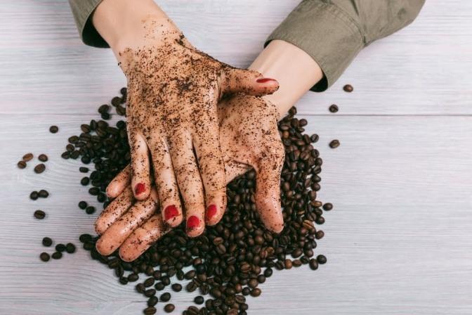 Peeling und Kaffeebohnen