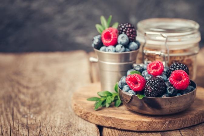 Beeren mit Vitaminen als Radikalfänger in der Ernährung
