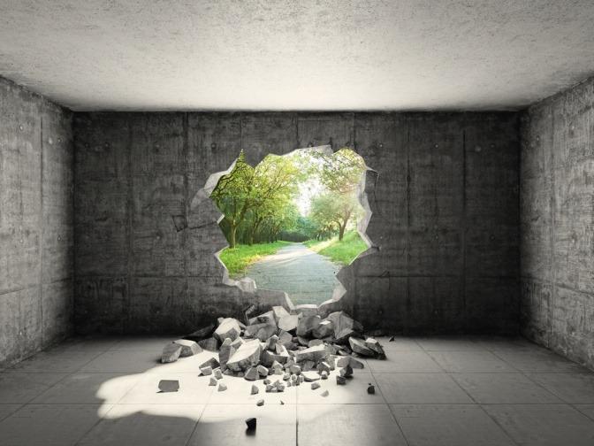 Das Loch in der Wand stellt die Verbindung zur Natur dar