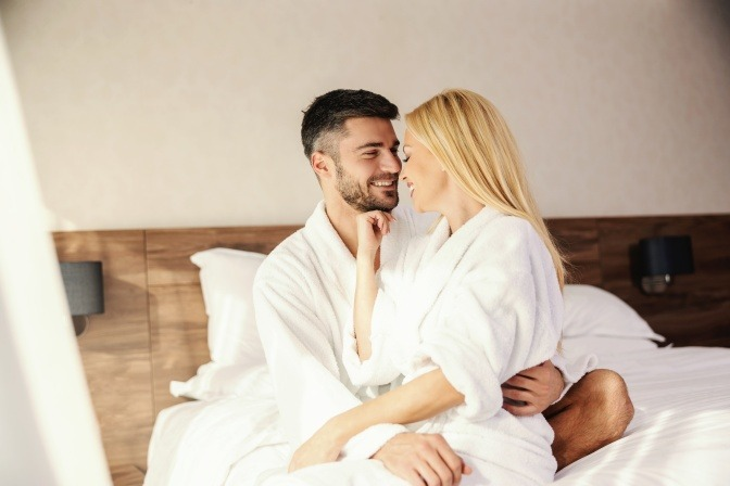Ein Paar in einer Rebound Beziehung scheint glücklich