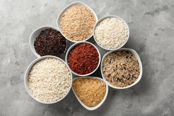 Reissorten zum Abnehmen in Schüsseln