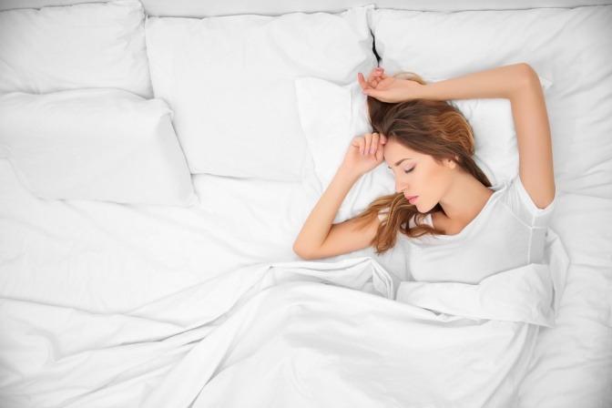 Junge Frau im Schlaf