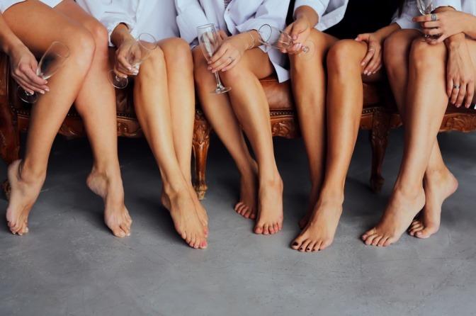 Frauen mit schönen Füßen ohne Hornhaut