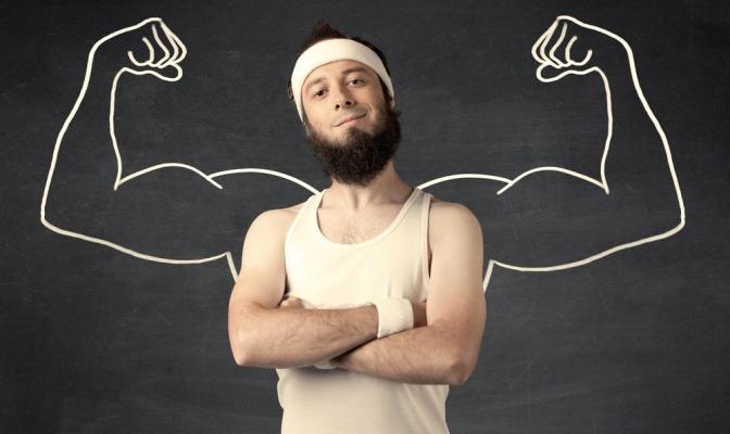 Hinter einem Mann im Sportgewand sind muskulöse Arme gezeichnet