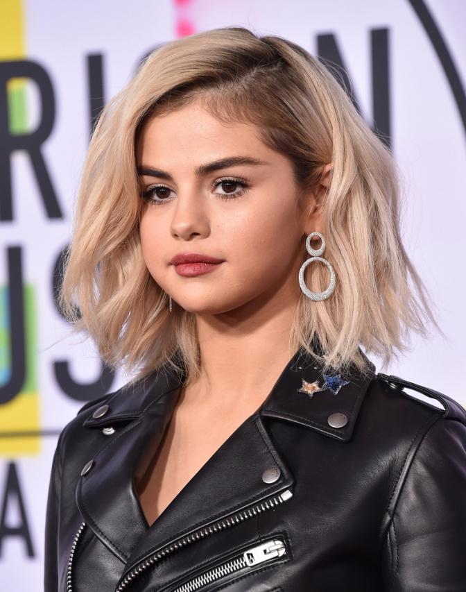 Selena Gomez trägt aktuell einen blonden Bob
