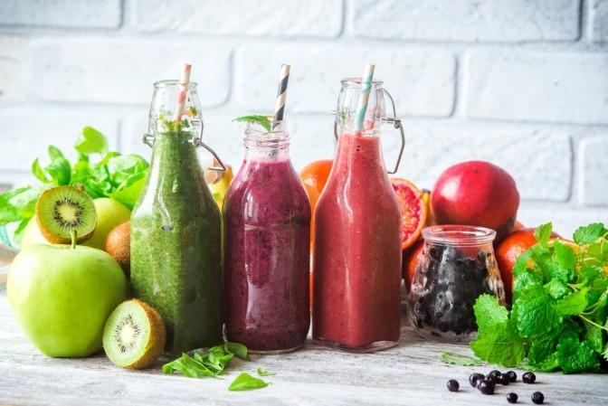 Smoothies zum Abnehmen aus verschiedenen Früchten