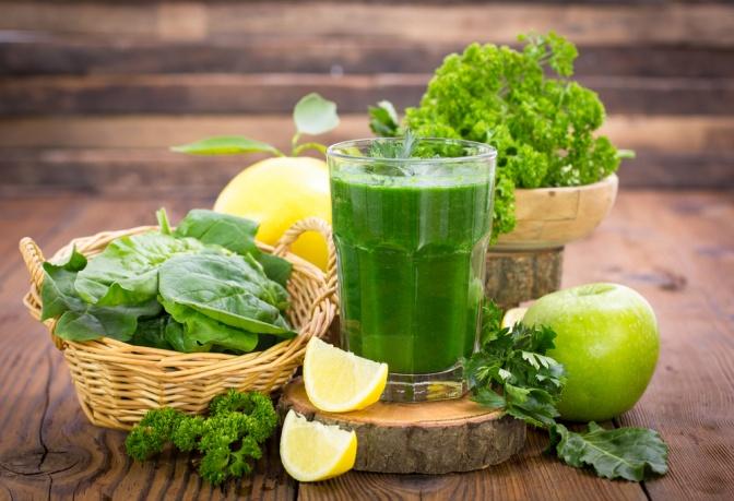 Grünes Gemüse für Detox Smoothies