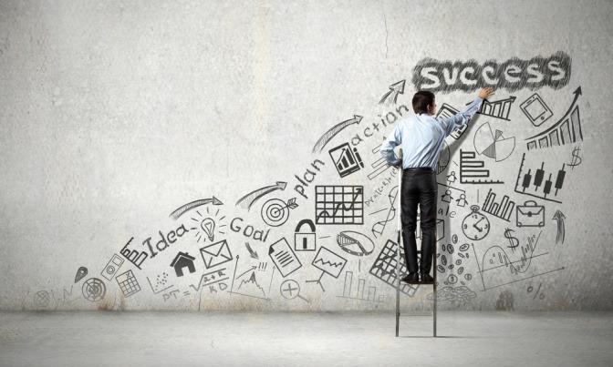 Ein Mann steht auf der Leiter zum Erfolg