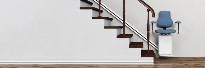 Ein Treppenlift ist bei einer Treppe