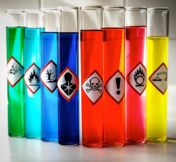 Gifte in Flaschen mit Symbolen