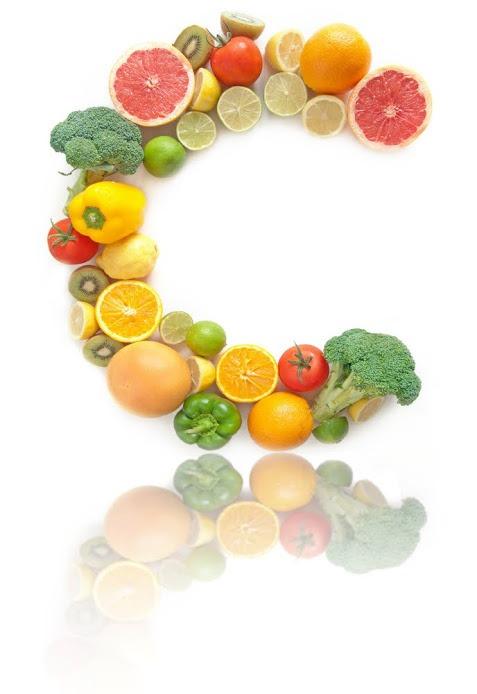 Ein C in Früchten angeordnet