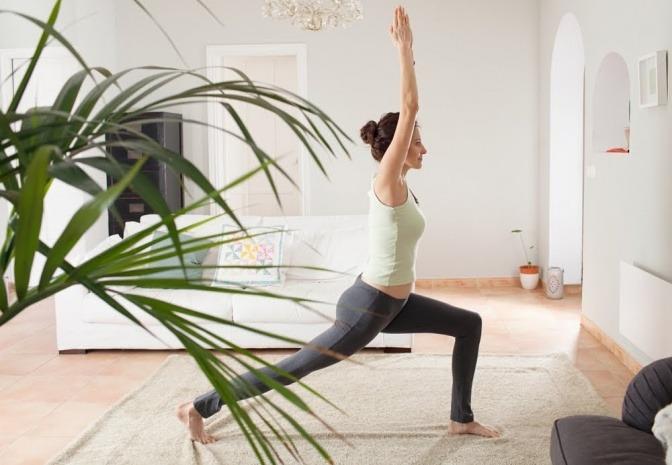 Mit Atem- und Yogaübungen wird der Körper in Balance gebracht.