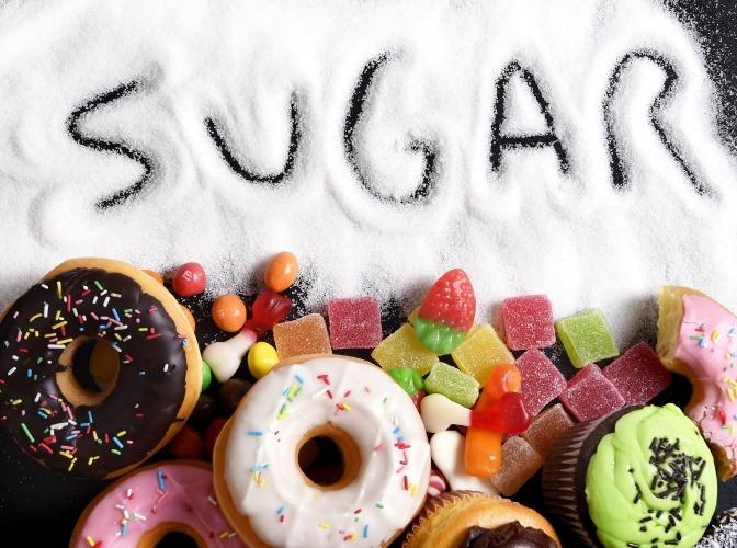 Zucker und Süßigkeiten.