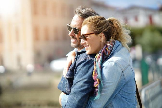 Ein Paar genießt als Liebesbeweis die Zeit zu zweit